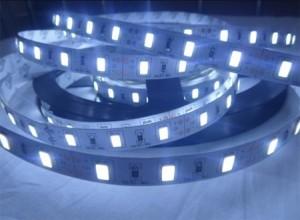 Strisce adesive a led per vetrine cucine negozi milano for Strisce led adesive