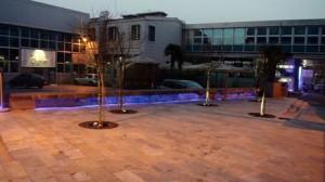 parte della piazza di sera