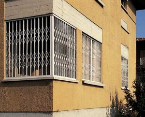 Romana edilizia chiusure tecniche per l 39 edilizia in tutte le forme a roma e nel lazio finestre - Serrande elettriche per finestre ...