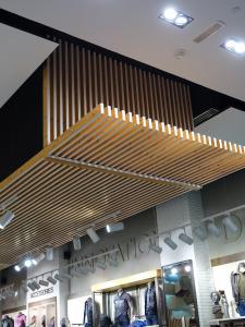 Doghe in legno verticali cusano milanino for Rivestimenti in legno verticali