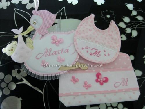Fiocco nascita cicogna rosa bustina portaoggetti pois e for Farfalline punto croce
