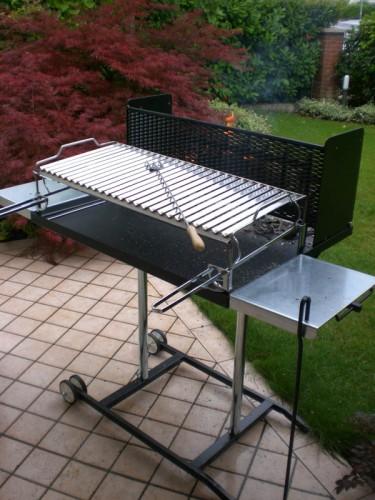 Barbecue a legna maxi c griglia regolabile inox 304 cm for Barbecue fai da te in ferro