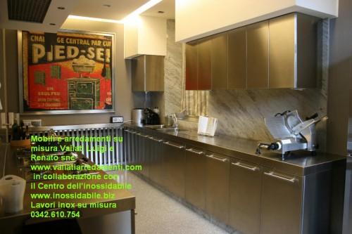 Cappa inox per arredo cucina morbegno - Cucina acciaio e legno ...