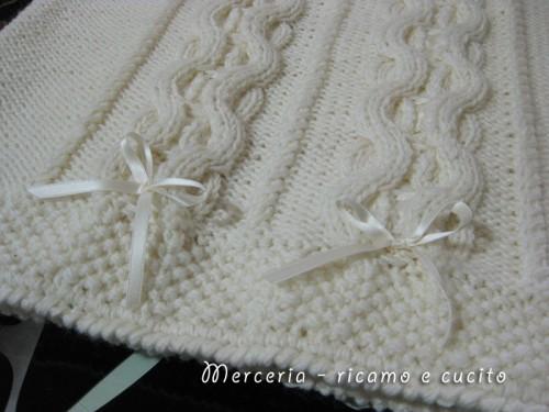 Copertina con intrecci in lana per neonato grottaglie for Disegni e piani di coperta