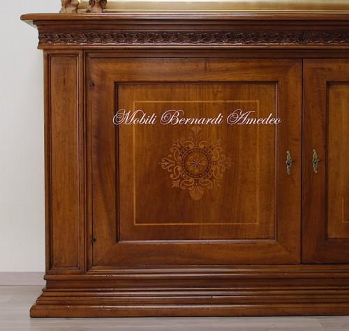 Credenza in legno massello di noce intarsiata ros for Produttori mobili classici