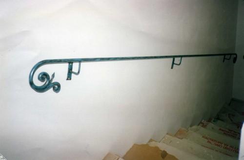 Corrimano in ferro calci - Corrimano per scale interne a muro ...