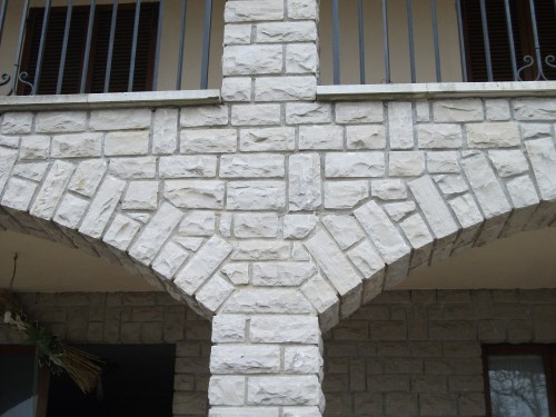 Offerta pietra per muri e colonne todi - Pietra per soglie finestre ...