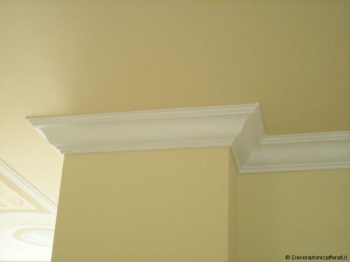 Cornici di gesso pannelli termoisolanti for Cornice adesiva per pareti