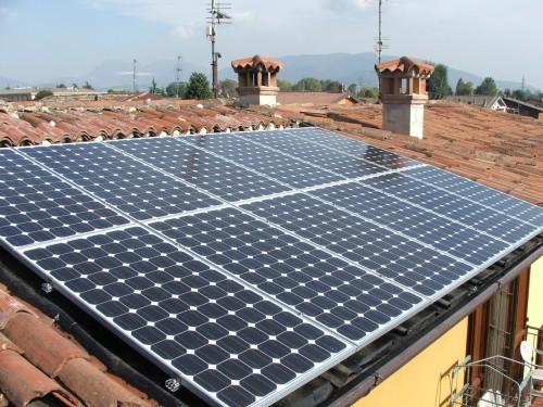 Pannello Solare Su Tetto Condominiale : Fotovoltaico e pannelli solari termici a brescia cremona