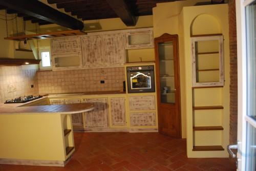 Cucine in finta muratura : (Lucca)