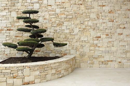 Rivestimento in pietra blocchi a spacco naturali latiano - Rivestimenti bagno in pietra naturale ...