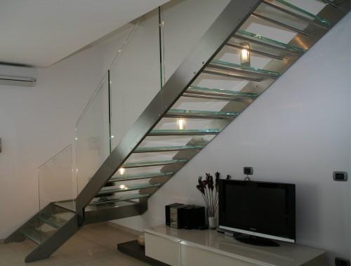 Scala con gradini in vetro e acciaio inox : (Este)