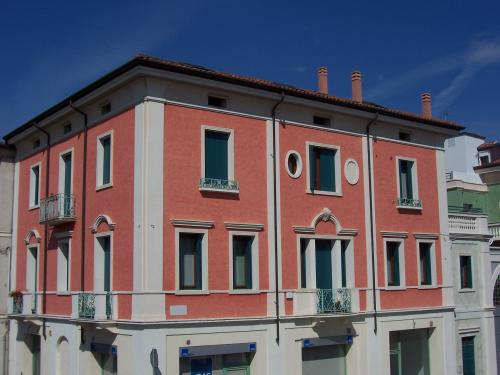 Cornici per finestre villafranca padovana for Facciate di case classiche