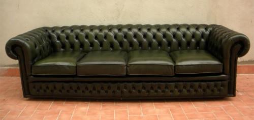 Divano chesterfield 4 posti verde : (Riano)