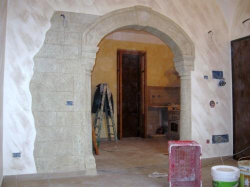 Riproduzione archi travi e banconate bagheria - Archi in pietra interno casa ...