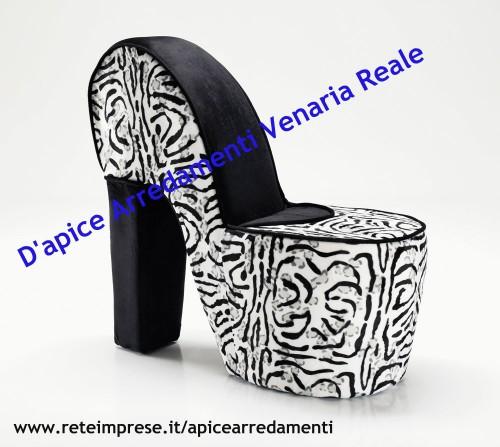 Poltrona forma scarpa venaria reale for Apice arredamenti