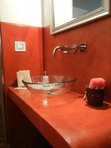 Sala da bagno rosso fuoco livorno for Arredo bagno livorno