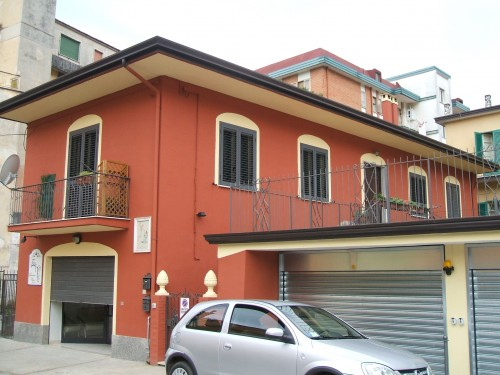 Pittura facciata esterna costi colori per dipingere - Pittura esterna casa ...