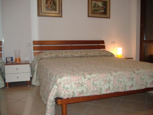 Comodini spagnol mobili letto matrimoniale san giorgio su for Melaminico wikipedia
