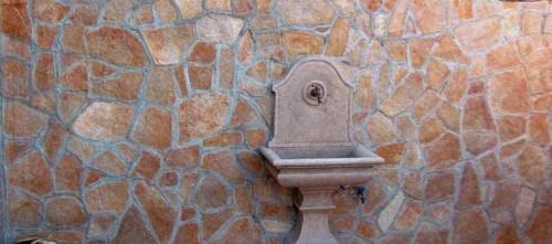 Pietre e sassi pavimenti in pietra rivestimenti e mosaici - Sassi decorativi per interni ...