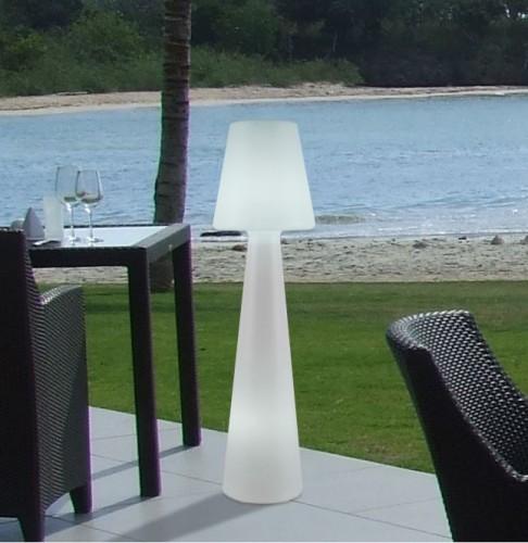 Lampada da terra per esterno ed interno in polietilene 110 Lampade da esterno da terra ikea