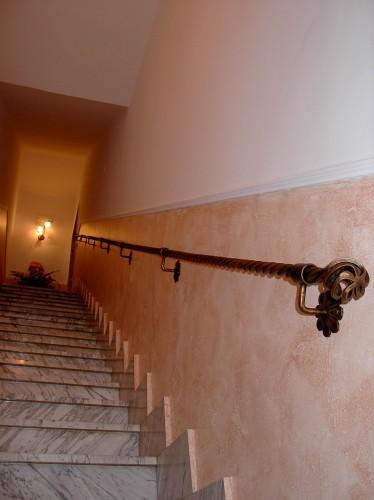 Casa moderna roma italy passamano in ferro battuto - Corrimano a muro per scale interne ...
