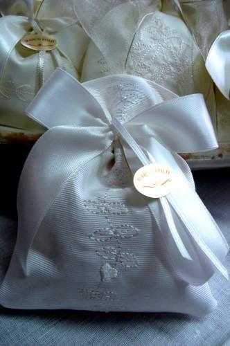 Bomboniere Matrimonio Telefono Azzurro : Ricameria marcopolo bomboniere sacchetti portaconfetti