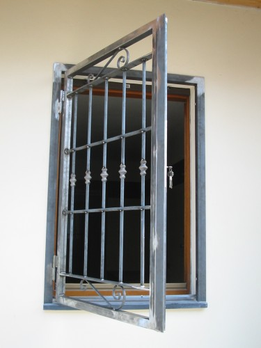 Cancelli grate di sicurezza torino - Cancelli di sicurezza per porte finestre ...
