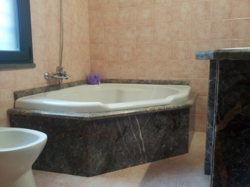 Rivestimento vasca da bagno in marmo salom siamaggiore - Rivestimento bagno in marmo ...