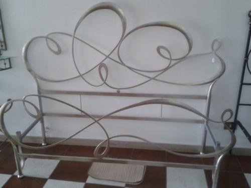 Letti in ferro moderni calci for Letti moderni in ferro