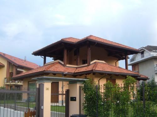 Tetto in legno con isolamento termico e ventilato nella for Velux tetto in legno