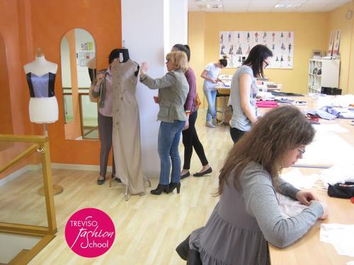 Corsi brevi di moda stilisti designer modellisti for Scuola burgo milano