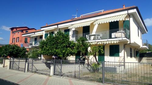 Diano marina appartamento bilocale arredato casa for Affitti rivoli arredato