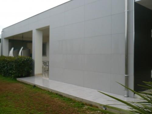 Ristrutturazione esterna villetta a casuzze comiso for Piastrelle bagno 60x120