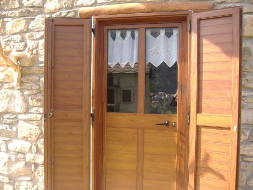Porta alluminio scuri premana for Porta e finestra insieme