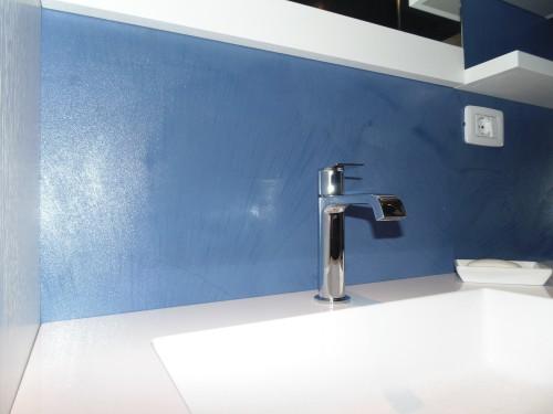 Rivestimento pareti e pavimento bagno resina blu spiazzo - Rivestimento bagno resina ...