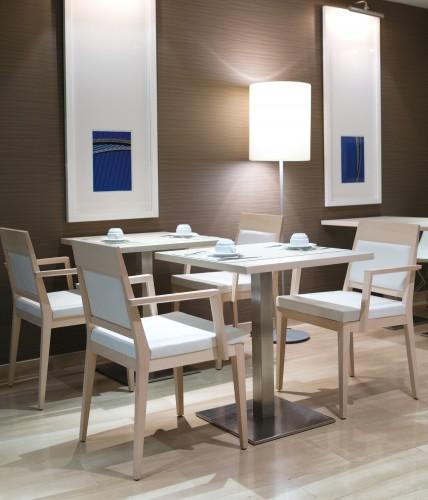 Decora srl sedie poltroncine divani tavoli per for Sedie per ristoranti