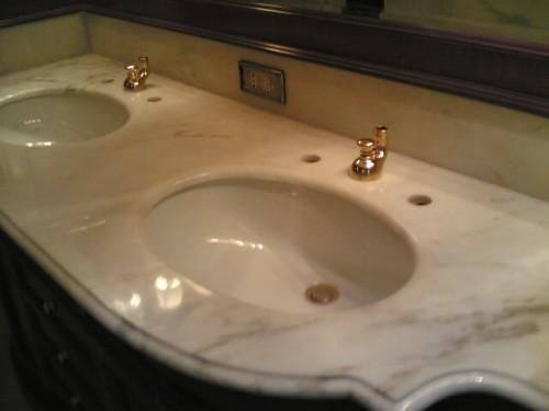 Bagno piano marmo u idee di immagine di casa