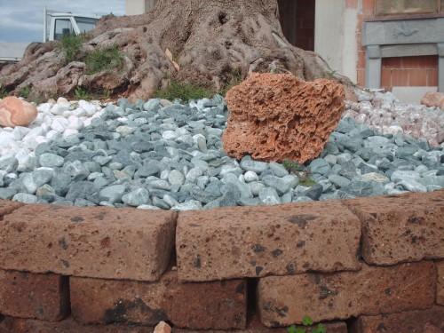 Tufo romano conversano for Prezzi mattoni in tufo da giardino