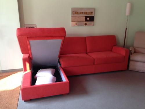 Promozione divano letto con penisola contenitore tino for Divano con penisola contenitore