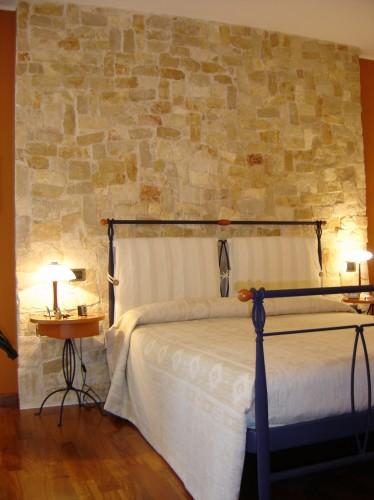 Rivestimento parete sassari - Parete rivestita in pietra ...