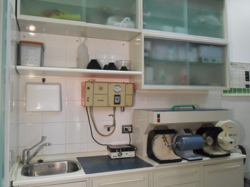 Laboratorio odontotecnico odontoflash di gabriele for Arredamento laboratorio odontotecnico