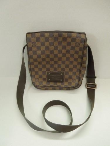 molto carino fc419 af486 Fascia in pelle di nappa su borsello uomo Louis Vuitton ...
