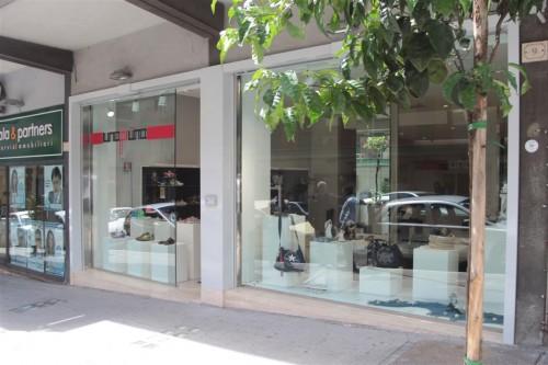ristrutturazione e arredamento negozi : (latina) - Negozi Arredamento Latina