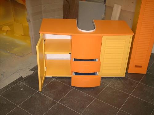 Casa moderna roma italy: mobili sottolavabo