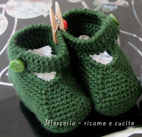 Scarpette neonato ai ferri in lana