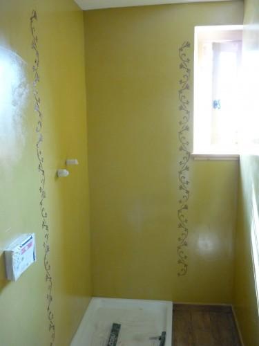 Rivestimento in resina bagno con decoro a rilievo spiazzo - Rivestimento bagno resina ...
