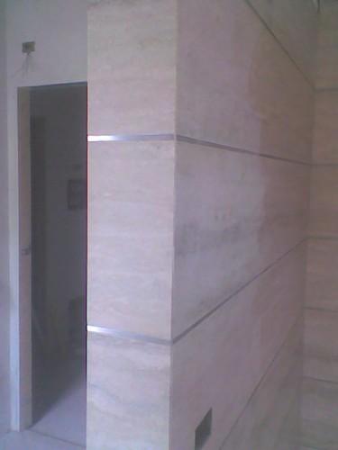 Bagno con acciaio satinato casazza - Listelli decorativi per bagno ...