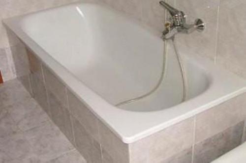 Eliminazione vecchia vasca moncalieri - Rinnovare la vasca da bagno ...