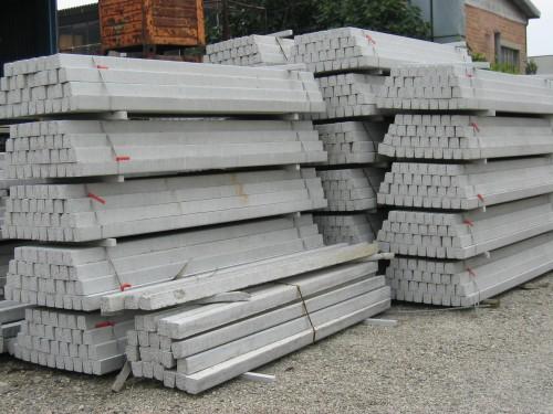 Pali in cemento formigine for Pali cemento per recinzione